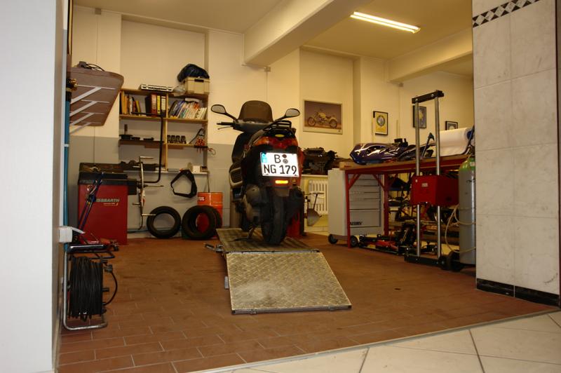 franks motorrad center berlin tempelhof inhaber frank bilda franks motorrad center. Black Bedroom Furniture Sets. Home Design Ideas